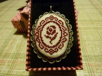 medalla rosa amigo invisible-1